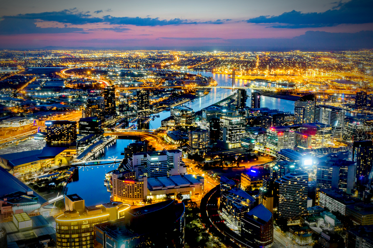 Melbourne_Australia_featured_-_By_gnoparus